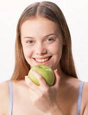 1девушка с яблоком